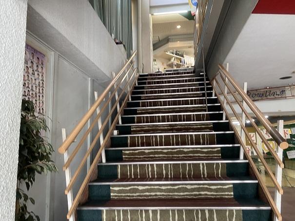 シーサイドボウル高松2階段
