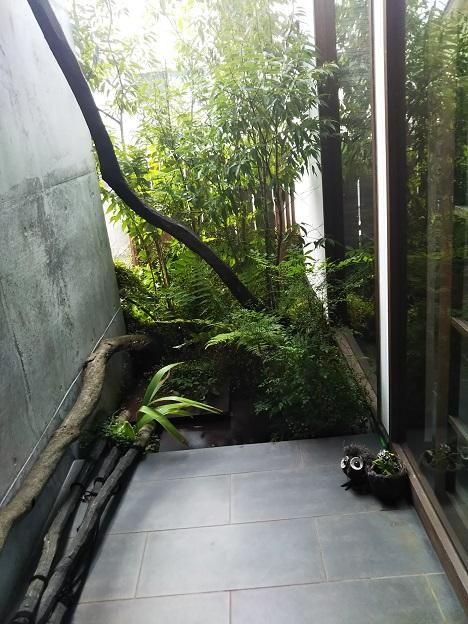 HachiBako ドア前