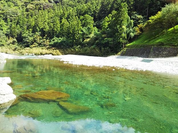 穴吹川二又の瀬は透明度が高い