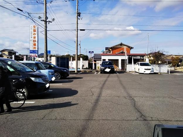 なりや本店 駐車場 1
