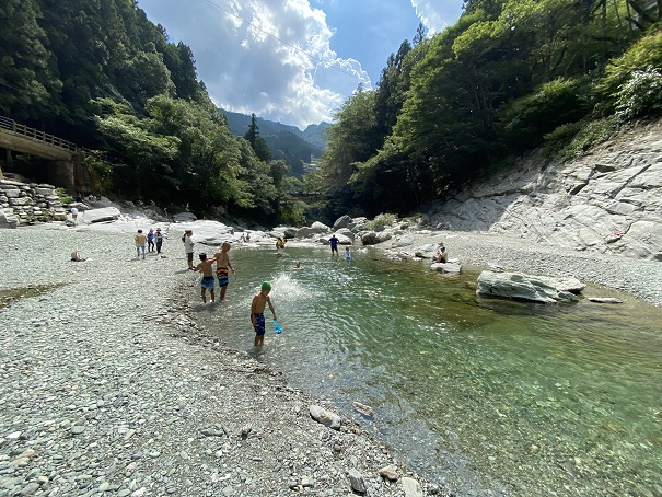 祖谷川の川遊び