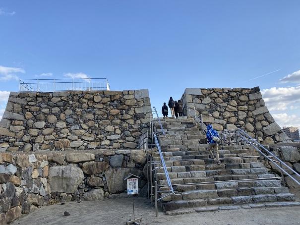 高松城(玉藻城)本丸跡と天守台展望デッキ