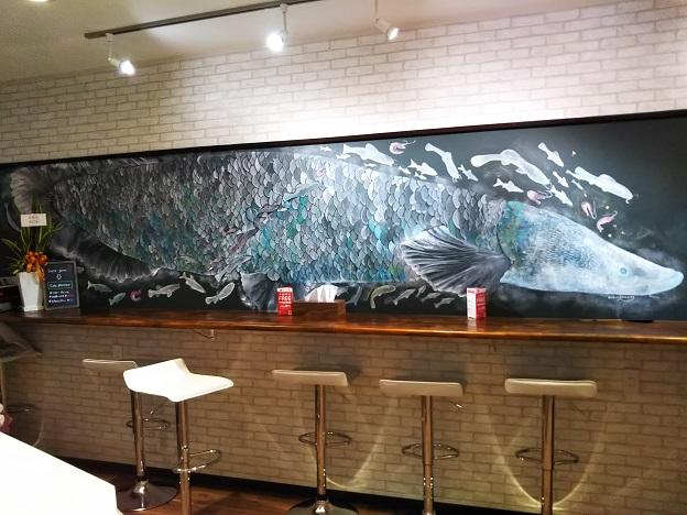 つりぼりcafeピラルク 壁の絵