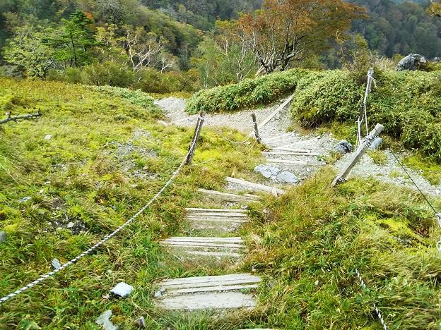 剣山 御神水への道