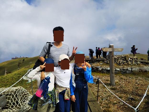 剣山山頂で記念写真