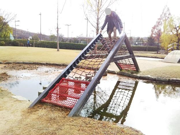 倉敷スポーツ公園 わんぱく広場 ロープの網の山