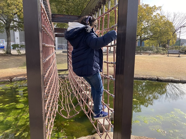 ロープと網の橋アスレチック