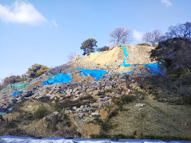丸亀城 壊れた石垣