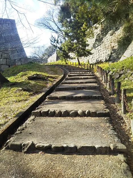丸亀城 南側から天守へ登る3