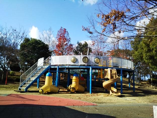 瀬戸大橋記念公園 こども広場遊具1