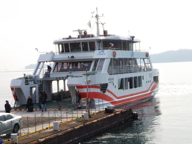 JR宮島フェリーに乗船