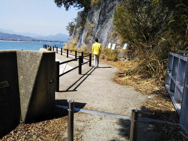 ランプロファイヤ岩脈への道