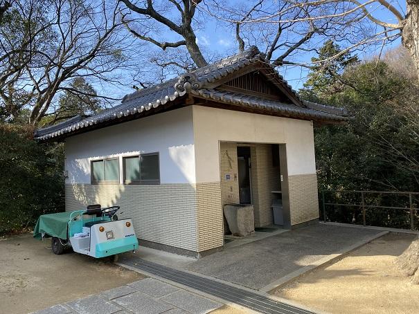 八栗寺境内トイレ