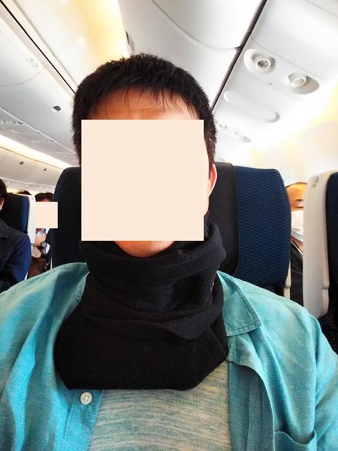 ミャンマーへの飛行機でトラベルピローを使う
