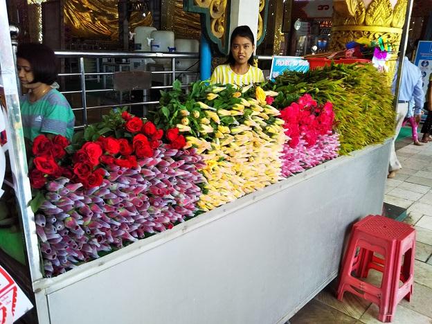 チャウタッジーパゴダお供え花