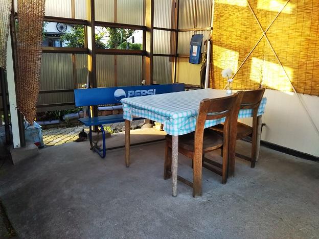 中華そば 浦島 外テーブル