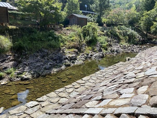 柏原渓谷キャンプ村の川遊び