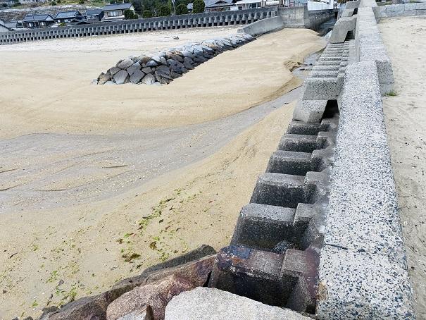 沙美海水浴場流れる川