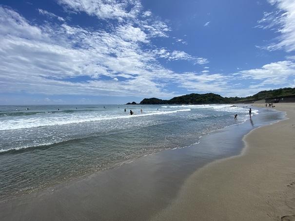 生見サーフィンビーチと波