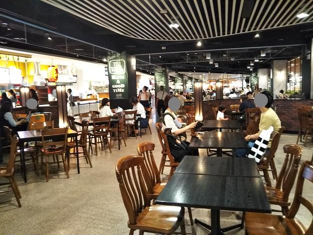 イオンモール岡山 フードコート食事スペース