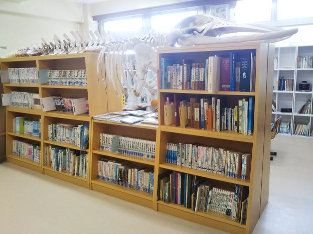 むろと廃校水族館 図書室