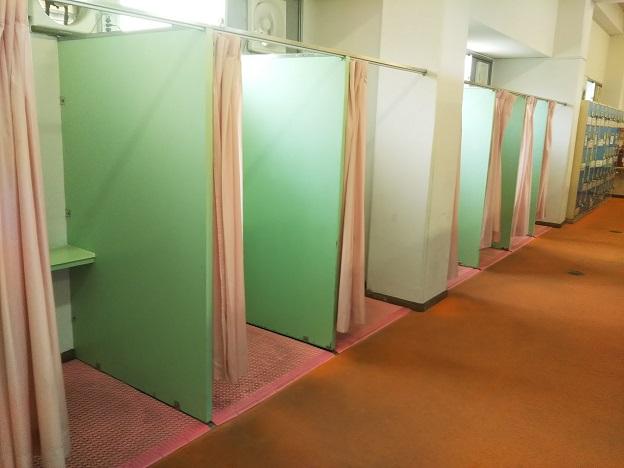高松市民プール カーテン付き更衣室