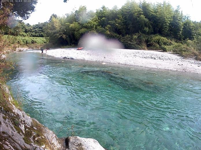 汗見川飛び込める岩からの写真