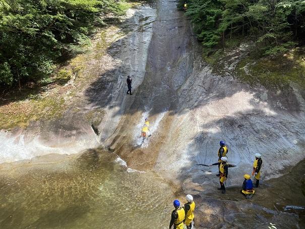 雪輪の滝ウォータースライダー
