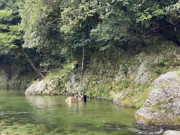 鞍瀬川ブランコ