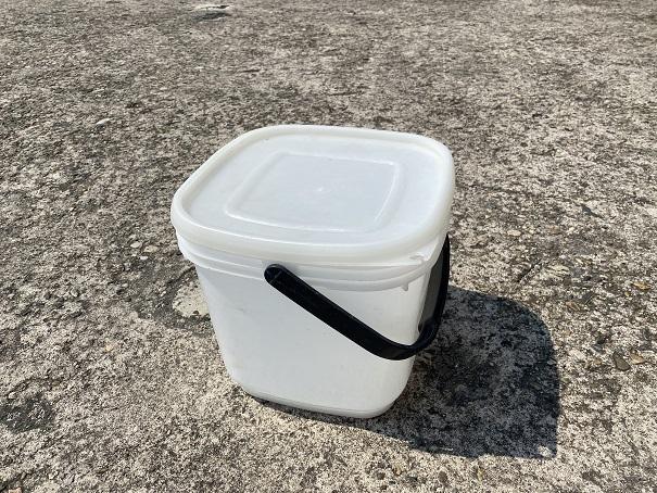 蓋付きの容器