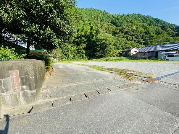 本山町立吉野中学校駐車場
