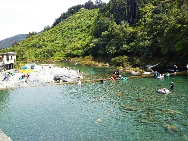 四国のおすすめ川遊びや泳ぎと滝で飛び込み ターザンロープも
