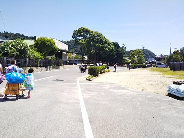 バス停から姫ヶ浜海水浴場へ