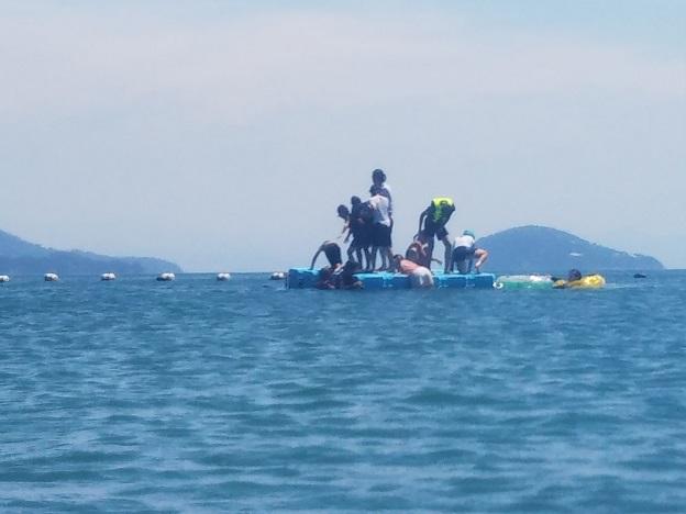 姫ヶ浜海水浴場 浮島