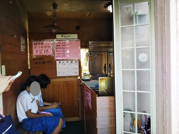 前田のコロッケ 店内
