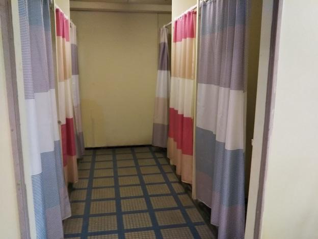 イヨテツプール 更衣室1