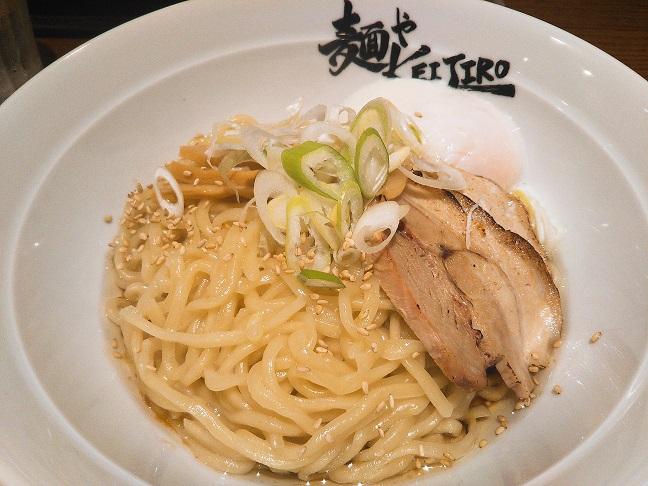 麺やKEIJIRO 温玉まぜ麺