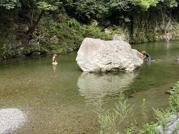 鞍瀬川大岩からの飛び込み