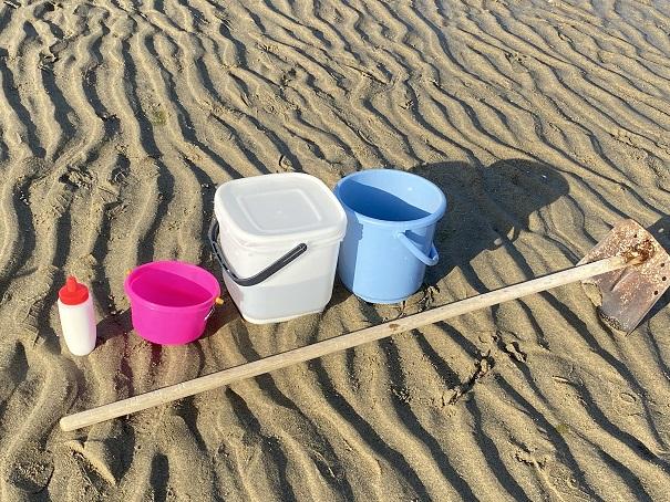 マテ貝の潮干狩りの道具