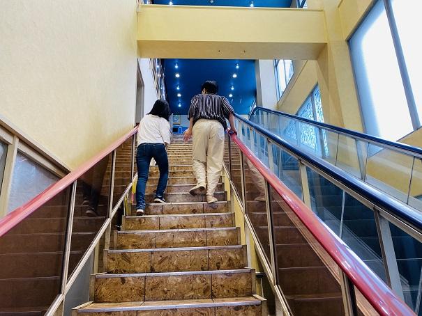 太洋ボウル階段