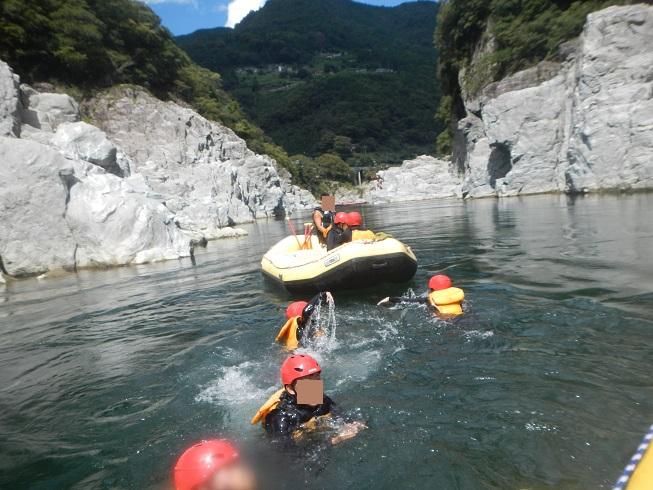 吉野川で泳ぐ