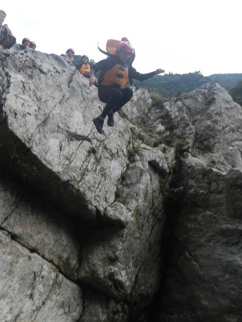 吉野川小歩危のかなり高い岩から飛び込み