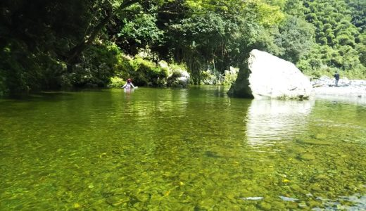 鞍瀬川で川遊び 大岩からの飛び込みやブランコ 愛媛県西条市