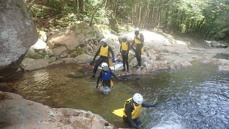 川を上っていく