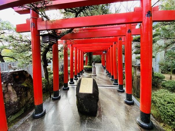 連続する赤い鳥居田村神社
