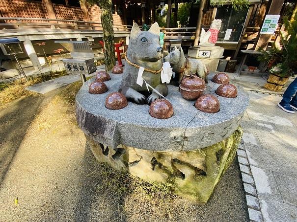 安産子宝祈願の犬の石像