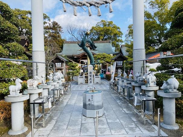 十二支の石像田村神社