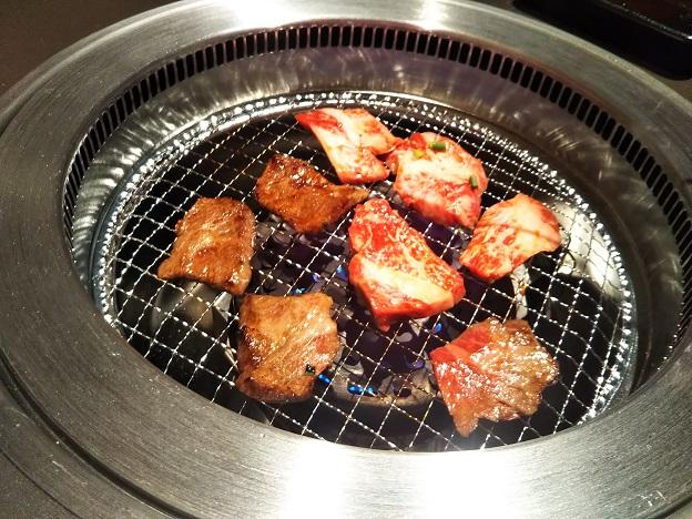 焼肉寅八で美味しく焼肉を焼く