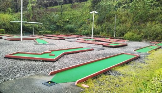 パットゴルフで遊ぶ 不動の滝カントリーパーク 三豊市