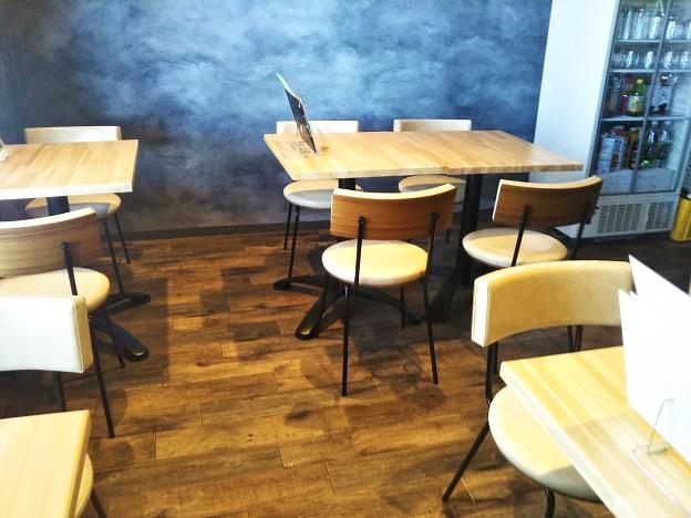 Cafe Bar ●▲■ 店内